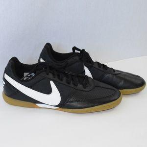 """NWOT Nike """"Davinho """" Indoor Soccer Shoes"""